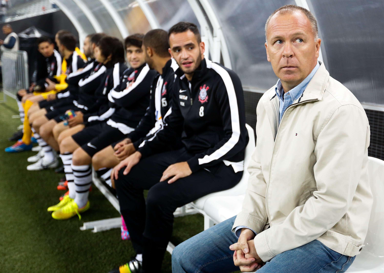 Mano gastou suas três substituições antes dos vinte minutos para tentar salvar a má atuação do Corinthians Foto: Alexandre Schneider/Getty Images