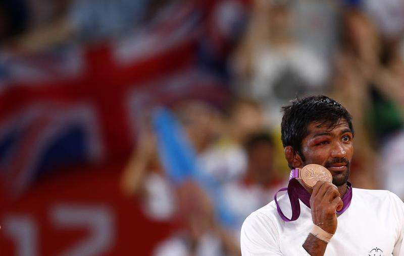 India's Yogeshwar Dutt poses with his bronze medal at the podium of the Men's 60Kg Freestyle wrestling at the ExCel venue during the London 2012 Olympic Games August 11, 2012. Foto: Grigory Dukor/Reuters