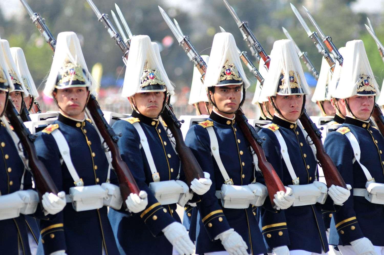 En la Elipse desfilaron 8.435 efectivos, de los cuales pertenecen al Escalón Ejército 4.613; Escalón Armada con 1.008, le sigue Escalón Fuerza Aérea con 1.099 integrantes; y la presentación de Carabineros con 1.715. Foto: UPI