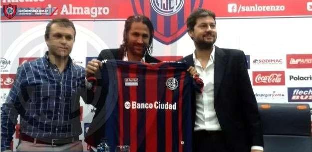 Mario Alberto Yepes fue presentado como jugador de San Lorenzo Foto: Cortesía www.sanlorenzo.com.ar