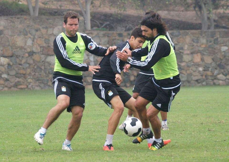 Cazulo entrenó hoy junto a sus compañeros pensando en partido ante la U. Foto: Facebook S. Cristal.