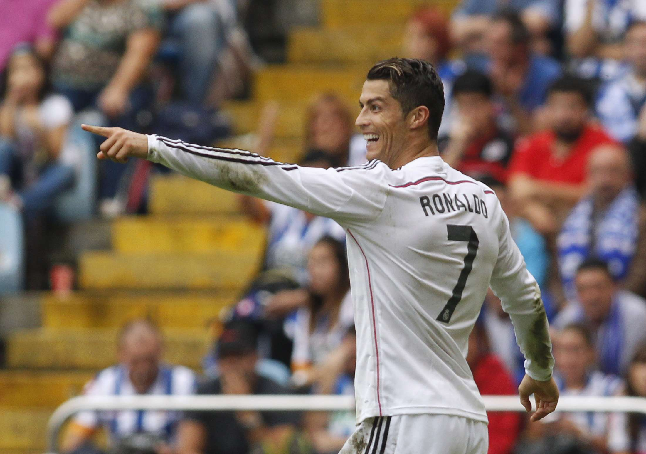 Cristiano Ronaldo marcou três vezes na goleada do Real Madrid Foto: Miguel Vidal/Reuters