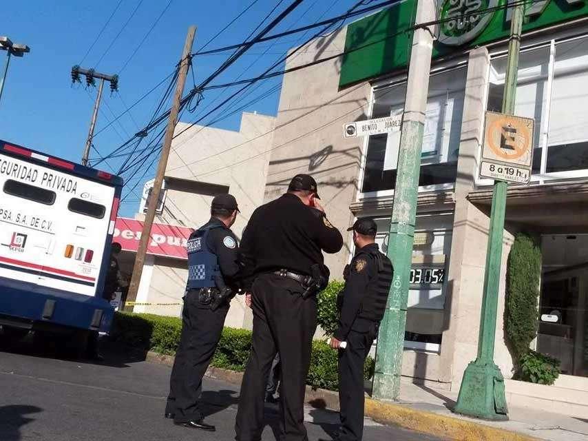 La Policía acordonó la zona, en tanto el Ministerio Público de la Coordinación Territorial Benito Juárez 1 tomaba conocimiento de los hechos. Foto: Reforma/Salvador Chávez