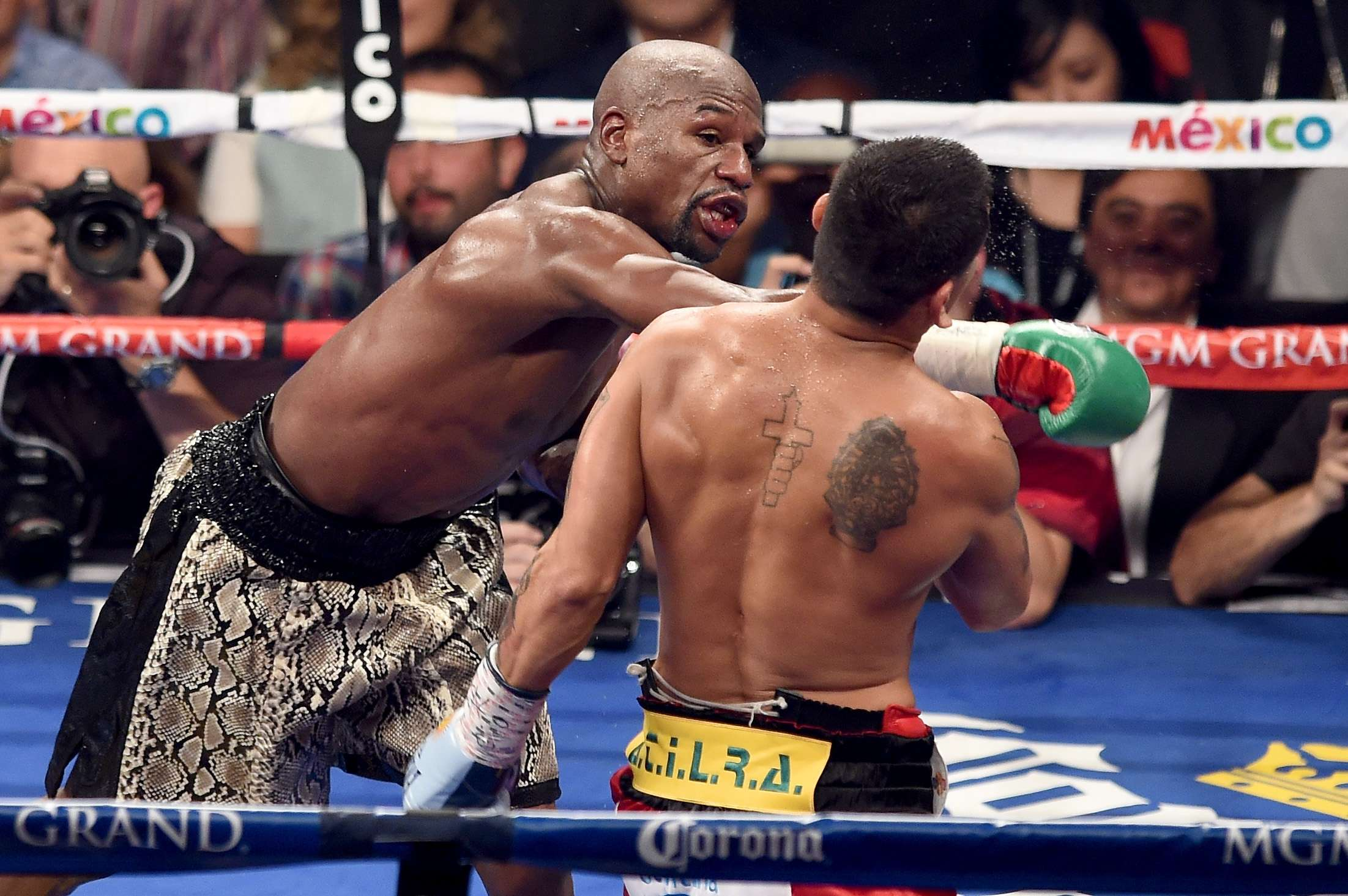 Un video puede causar nuevos problemas al boxeador Floyd Mayweather Jr. Foto: Getty Images