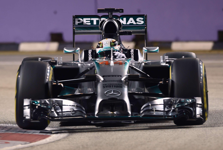 Lewis Hamilton faz a pole do GP de Cingapura Foto: Toshifumi Kitamura/AFP