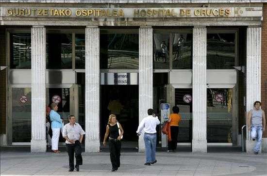 Entrada principal del Hospital de Cruces, en Barakaldo (Vizcaya). Foto: EFE / Archivo
