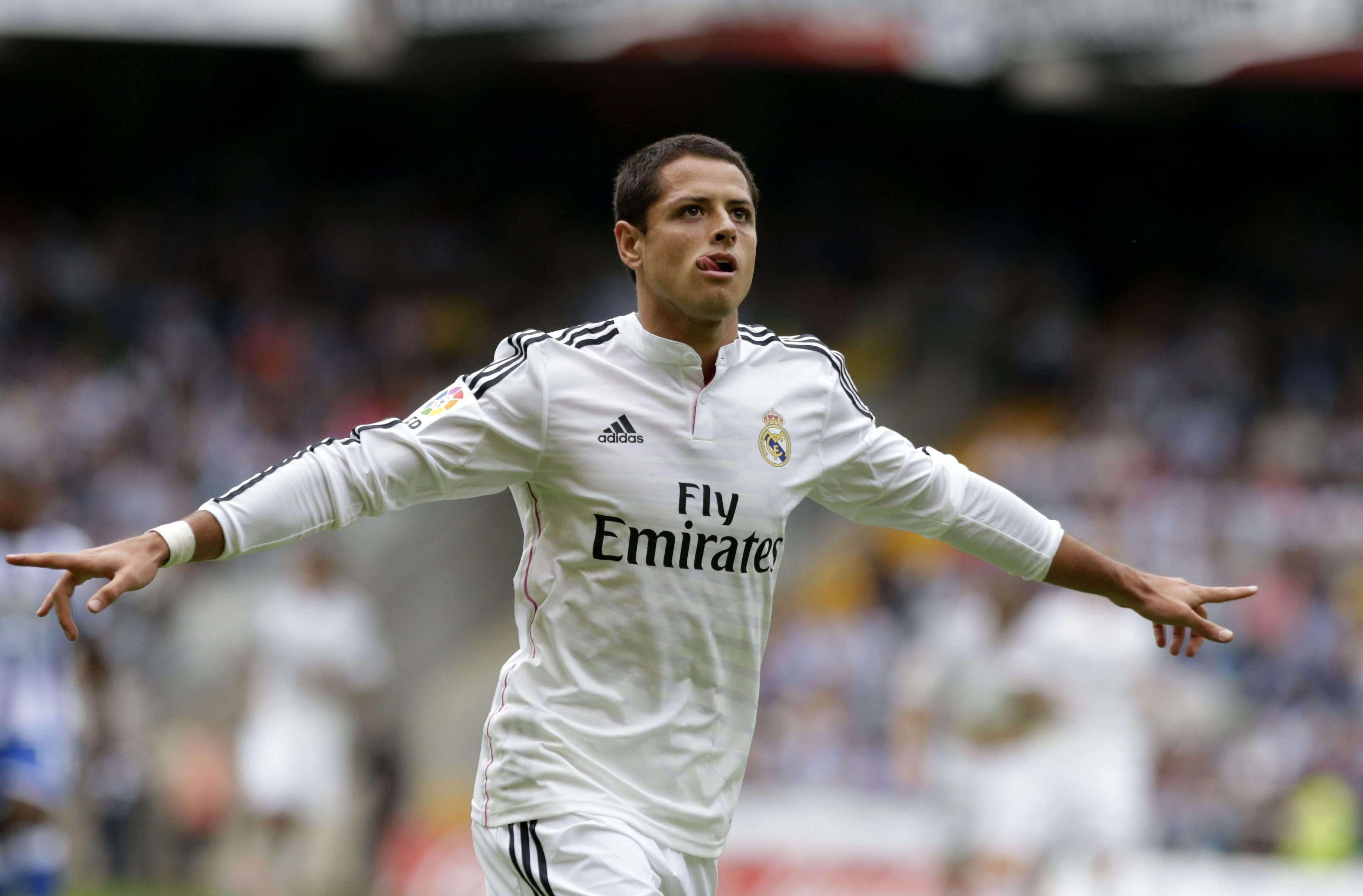 """Javier """"Chicharito"""" Hernández en el festejo de uno de sus dos goles. Foto: EFE"""