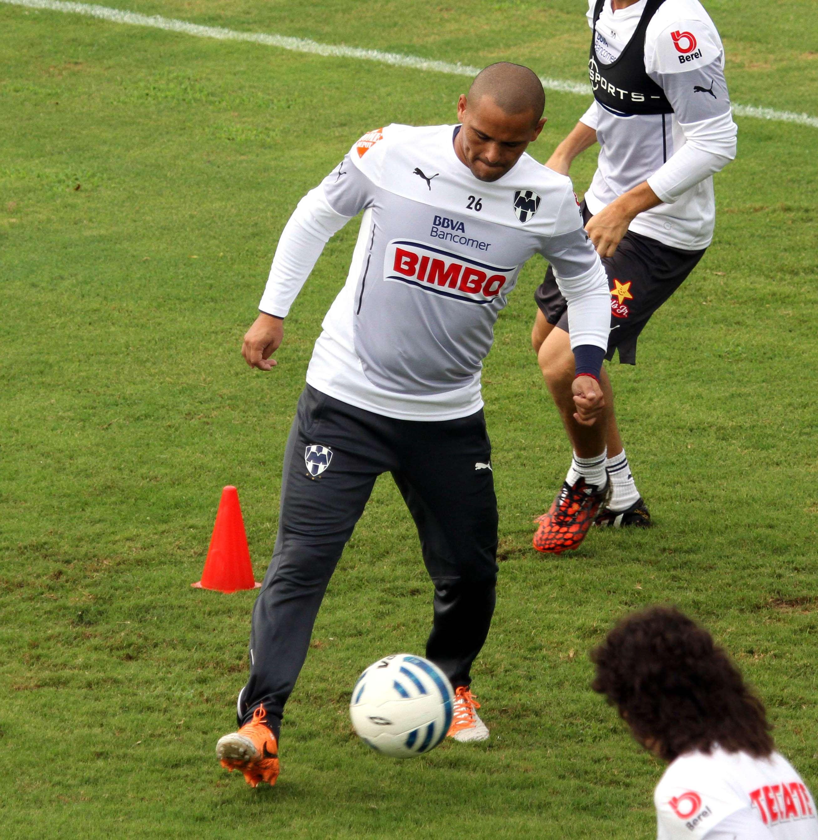 Humberto Suazo, delantero del equipo de los Rayados de Monterrey. Foto: David Tamez/Rayados