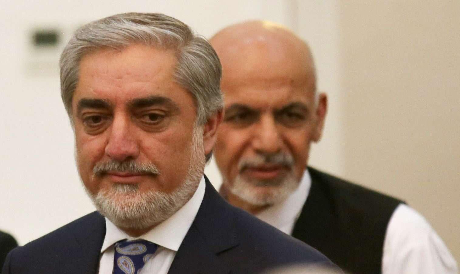 Los candidatos presidenciales afganos, Abdulá Abdulá (i) y Ashraf Ghani (d), asisten a una ceremonia después de firmar un acuerdo para compartir hoy el poder en el palacio presidencial en Kabul, Afganistán. Foto: EFE