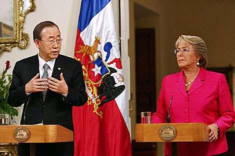 El secretario general de la ONU, Ban Ki-moon, agradeció hoy a la presidenta de Chile, Michelle Bachelet, las contribuciones de su país a las labores de Naciones Unidas en un encuentro bilateral en Nueva York. Foto: AFP en español