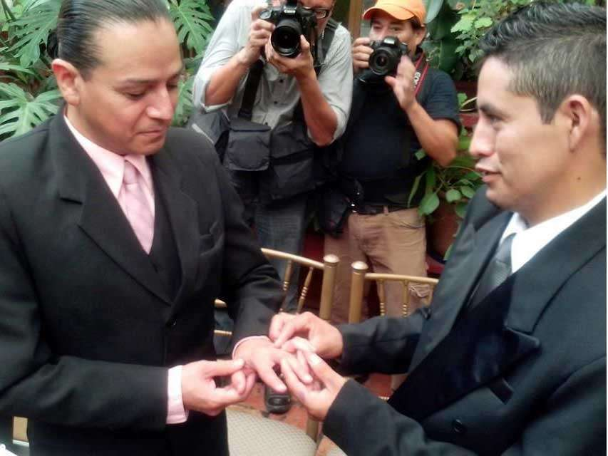 Los contrayentes sellaron su enlace con la colocación de argollas matrimoniales con las que ofrecieron sus votos de fidelidad. Foto: Reforma/Lorenzo Cárdenas