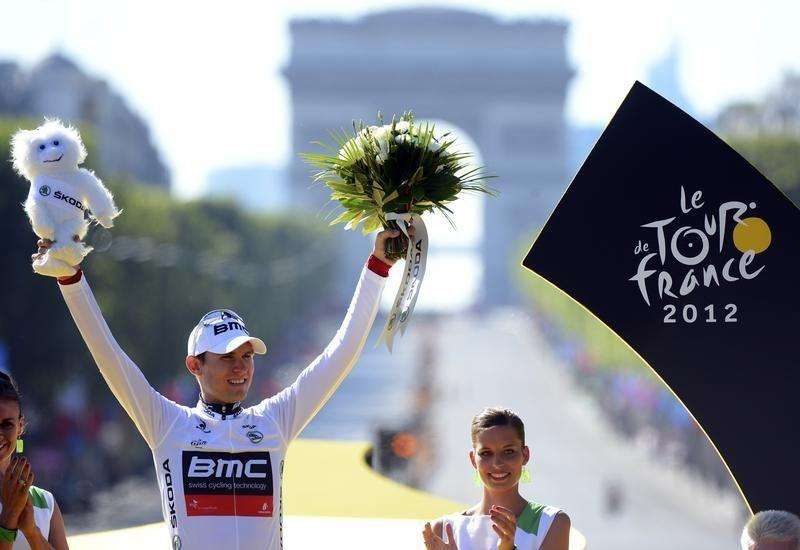 BMC Racing Team rider and best young rider white jersey holder Tejay Van Garderen of the U.S. celebrates on the podium after the final 20th stage of the 99th Tour de France cycling race in Paris July 22, 2012. Foto: Jerome Prevost/Reuters