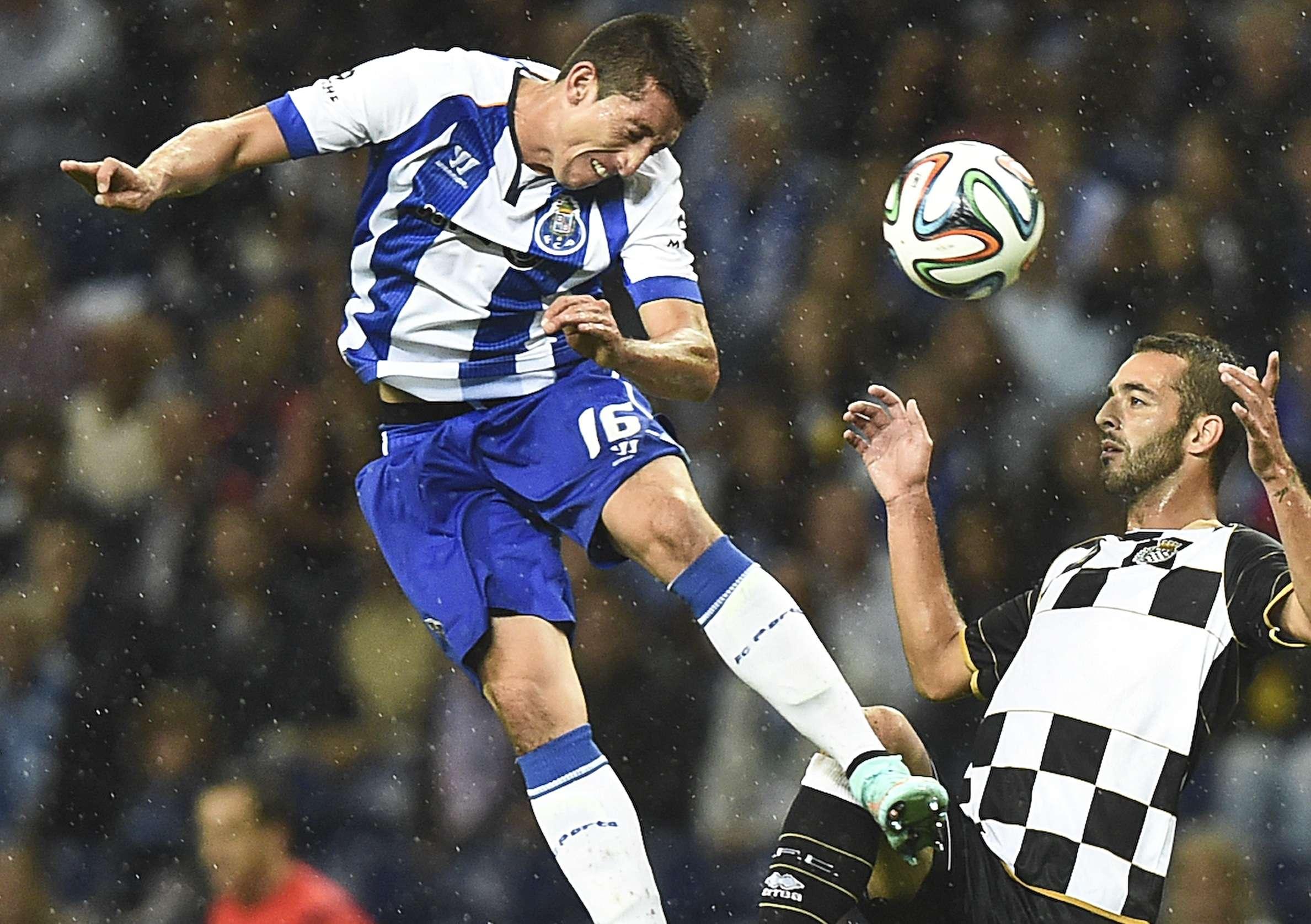Héctor Herrera se mantiene como titular con Porto. Foto: AFP