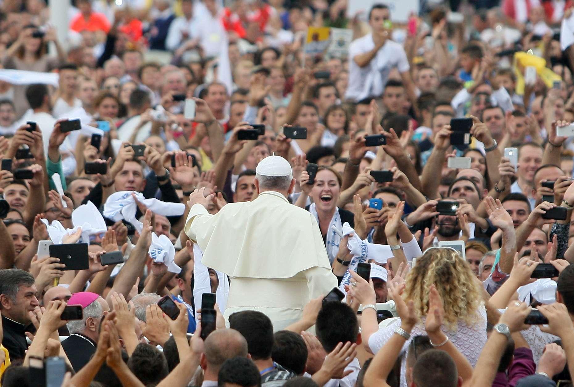 Papa Francisco pide tolerancia religiosa en gira por Albania Foto: AFP en español