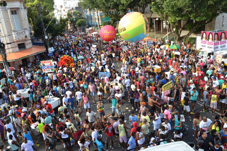 Milhares de pessoas foram às ruas de Salvador neste domingo para celebrar a Parada Gay Foto: Romildo de Jesus/Futura Press