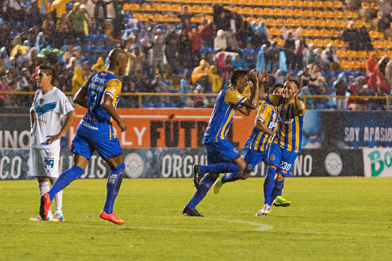 San Luis celebra un triunfo que lo mete en puestos de clasificación. Foto: Imago7
