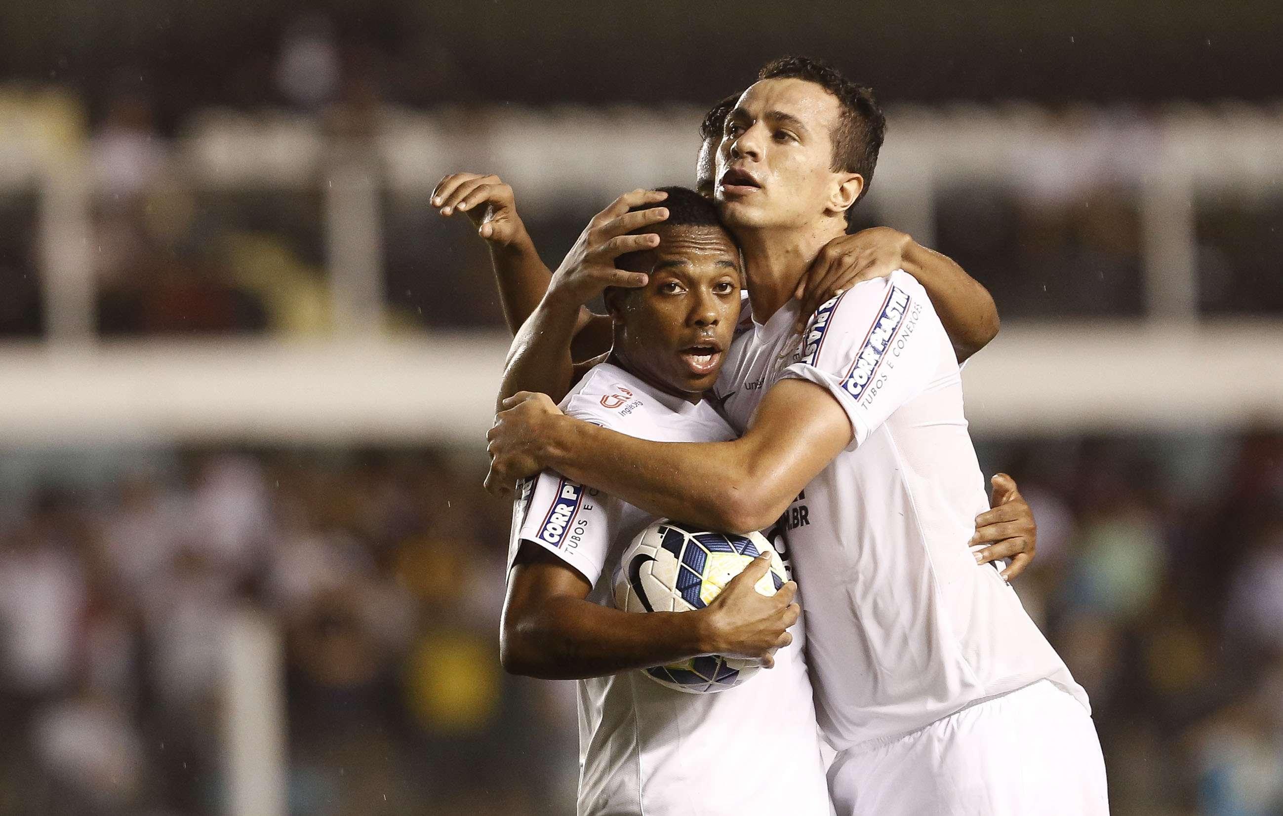 Robinho comemora gol marcado na Vila Belmiro Foto: Miguel Schincariol/Getty Images