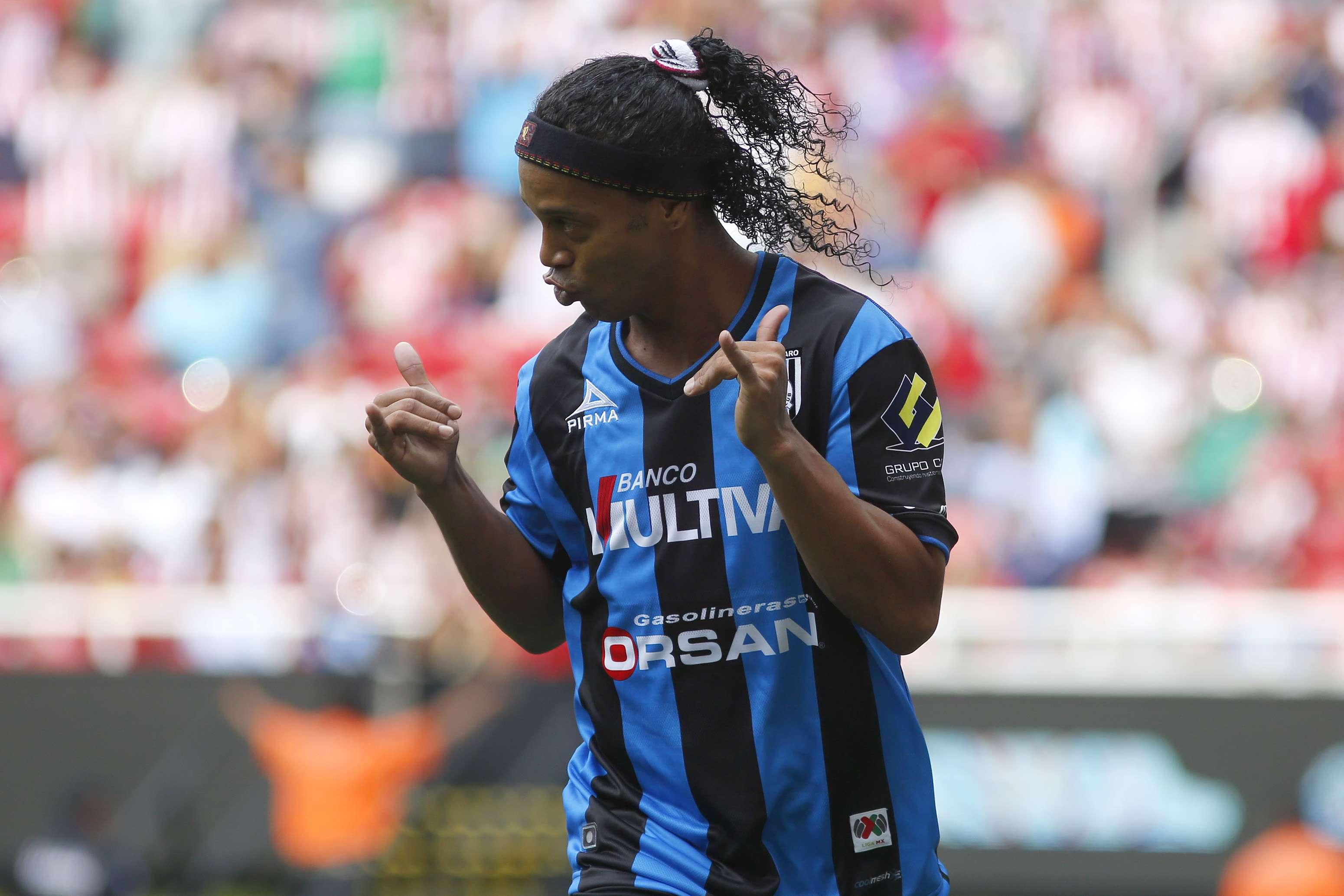 Asi festejó Ronaldinho su primer gol en el futbol mexicano. Foto: Imago7