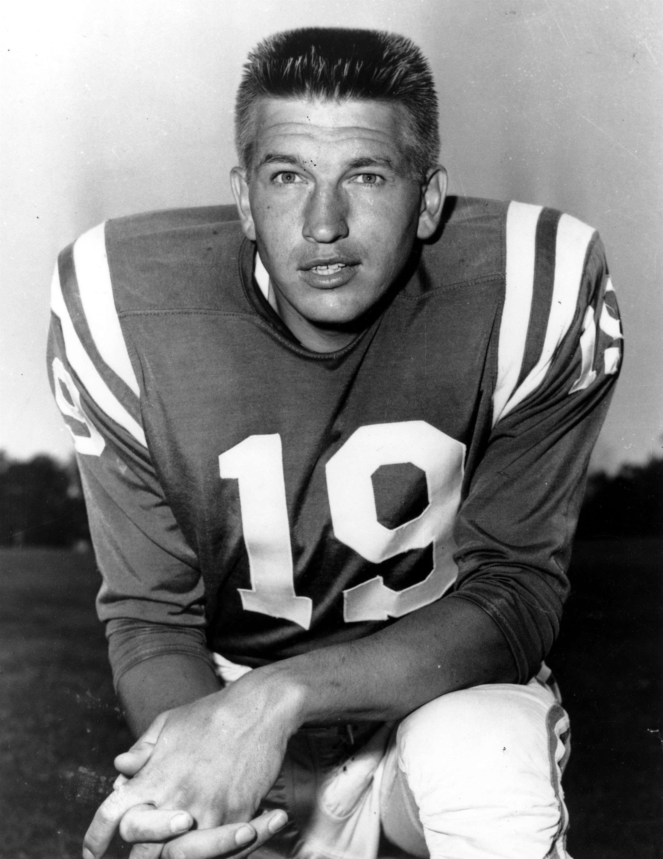 Johnny Unitas (1933-2002) representó uno de los episodios de popularidad más improbable de la historia del deporte profesional estadounidense. Foto: AP, Getty Images y Archivo