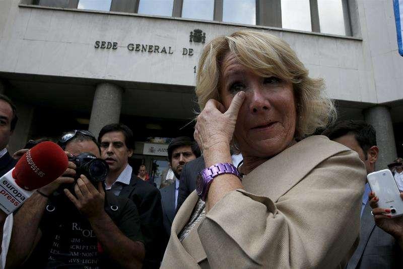 Esperanza Aguirre, expresidenta de la Comunidad de Madrid y responsable del PP en la región, tras salir de los Juzgados de Plaza de Castilla. Foto: EFE