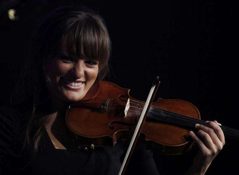 Scottish violinist Nicola Benedetti performs a free concert at the Royal Festival Hall in London, October 17, 2010. Foto: Andrew Winning/Reuters