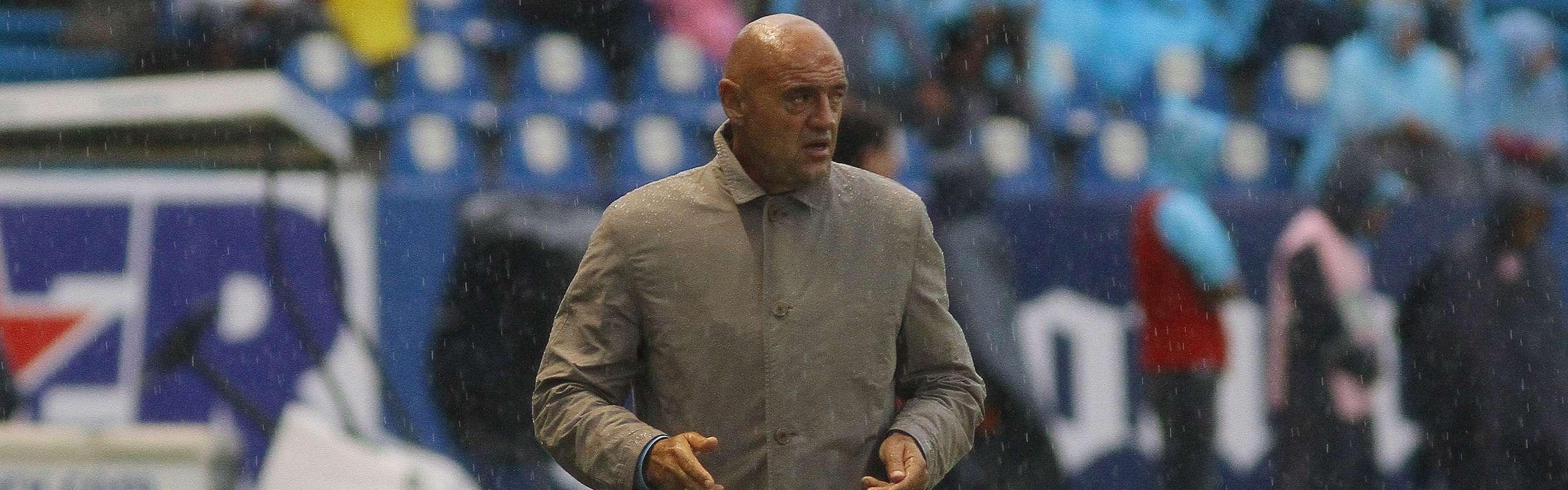 'Chelís', director técnico de Puebla, quiere que el equipo el equipo se atreva a romper esquemas al ataque. Foto: Imago7