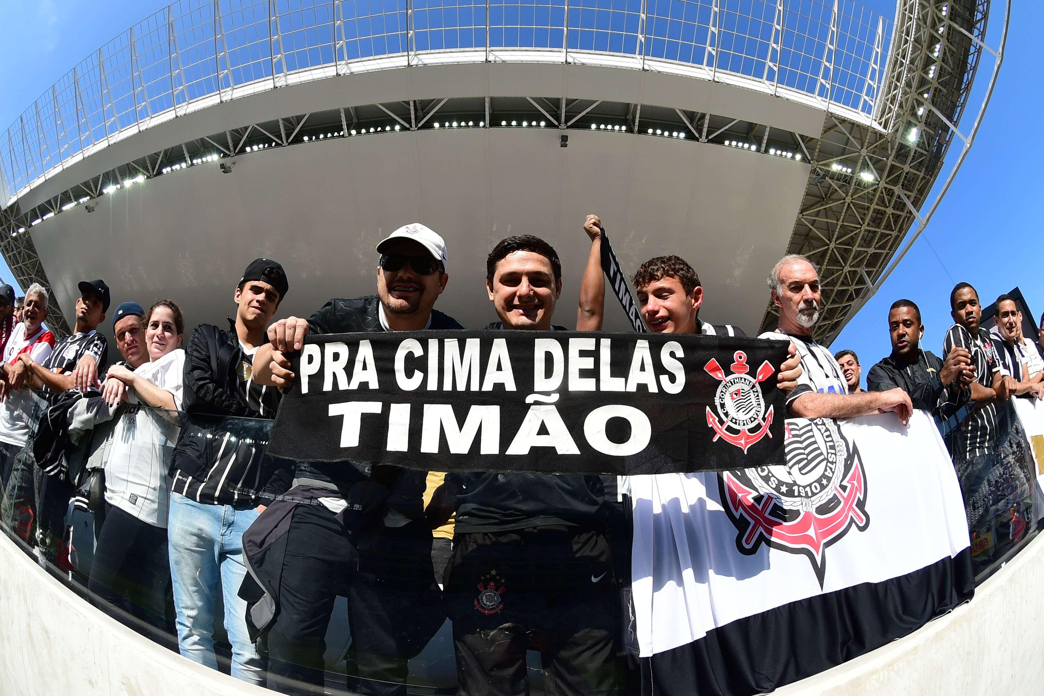 Torcidas serão investigadas por homofobia em Corinthians x São Paulo Foto: Djalma Vassão/Gazeta Press