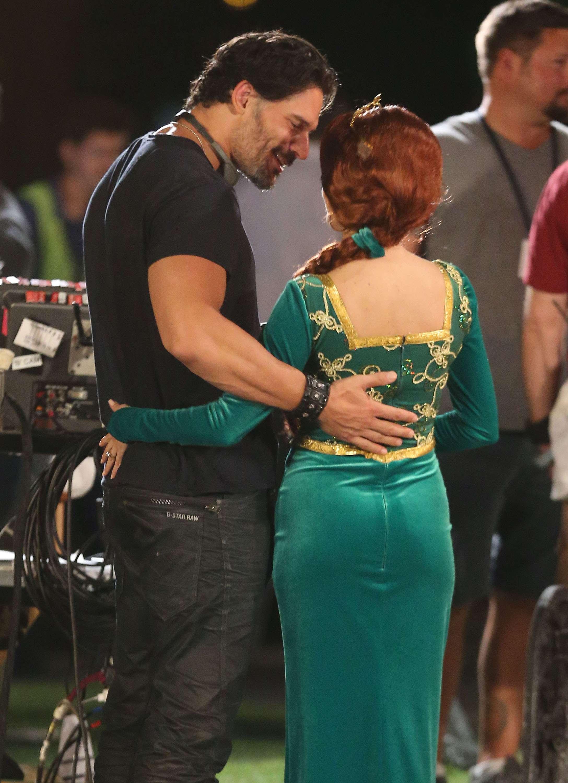 22 de Septiembre de 2014 - ¡OMG! Joe Manganiello se ve que no pierde el tiempo y anda de conquistador al parecer con Fiona, ¡sí, la novia de Shrek! Foto: FameFlynet/The Grosby Group
