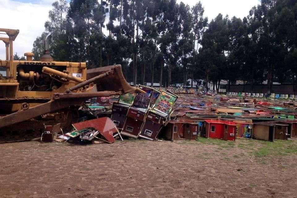Autoridades estatales y federales destruyeron mil 30 máquinas tragamonedas ilegales que fueron aseguradas a partir de la segunda quincena de julio en territorio mexiquense. Foto: Sandra García/Reforma