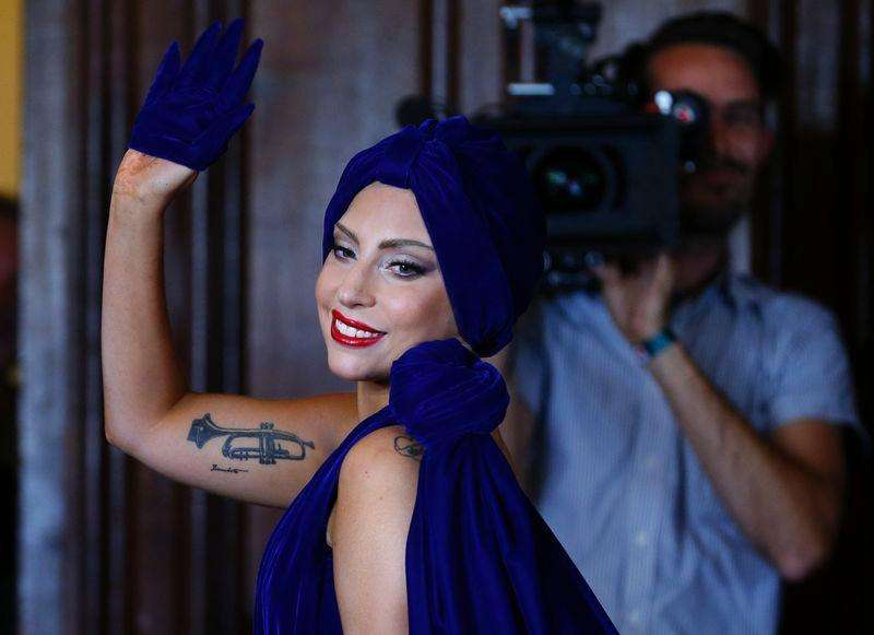 U.S. singer Lady Gaga leaves after a news conference, ahead of her concert with Tony Bennett, in Brussels September 22, 2014. Foto: Yves Herman/Reuters