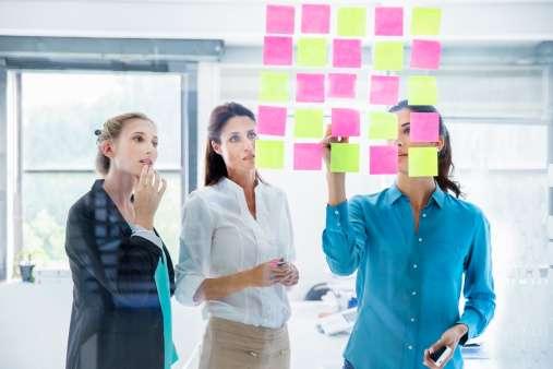 Crear hojas de horas de cada uno de los empleados, a fin de que se mantenga el control individual es un buen consejo. Foto: Getty Images