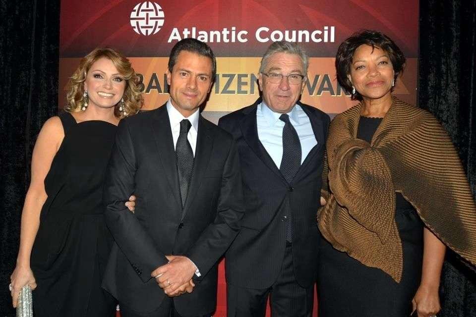 El presidente Enrique Peña Nieto y su esposa Angélica Rivera coincidieron en el evento con el actor Robert De Niro y su esposa, Grace Hightower Foto: Reforma
