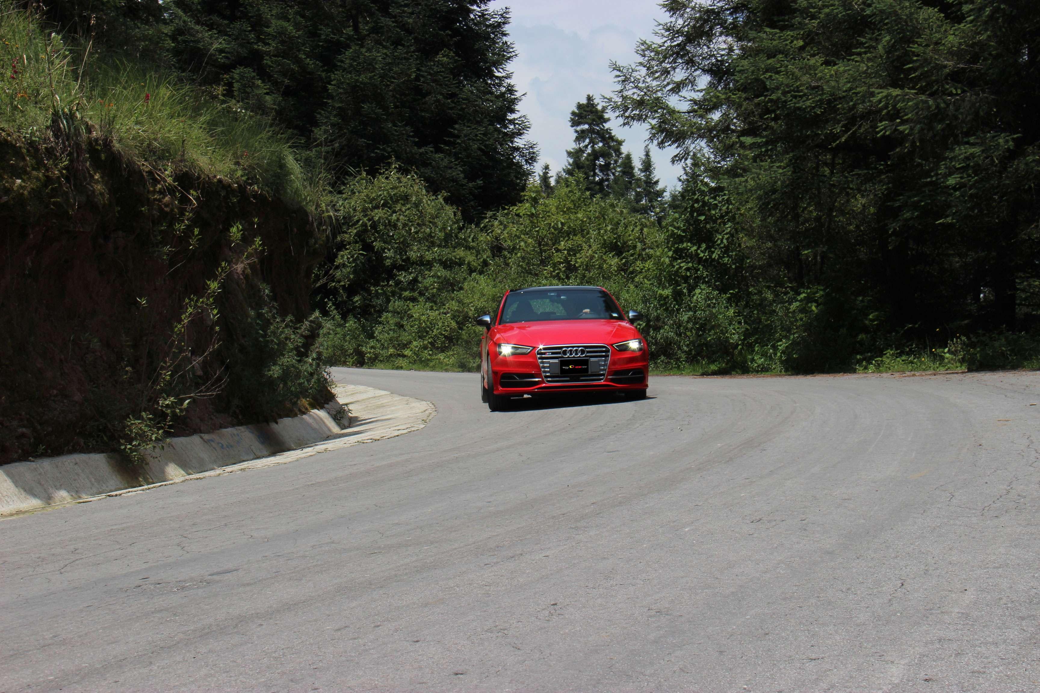 El Audi S3 2015 hatchback cuenta con 285 caballos de fuerza, que a pesar de ser mucho, se sienten mucho mejor frente al volante. Foto: Terra