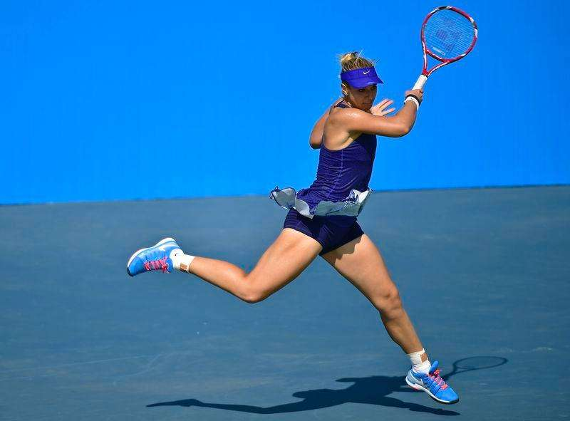 Sabine Lisicki of Germany hits a return to Lucie Safarova of the Czech Republic during their Wuhan Open women's singles tennis match in Wuhan, Hubei province, September 22, 2014. Foto: China Daily/Reuters