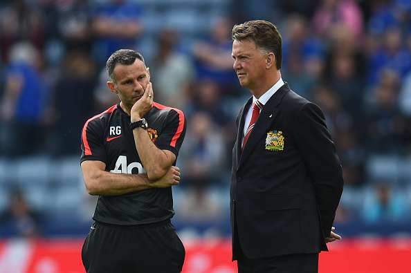 Ryan Giggs y Van Gaal no han encontrado la fórmula para enderezar al United. Foto: Getty Images