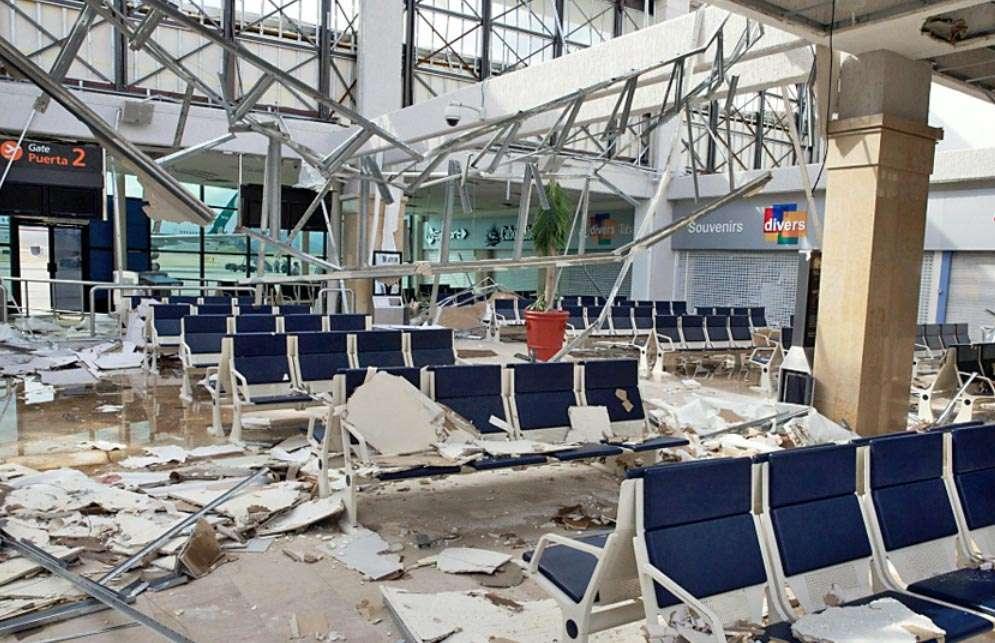 Aunque el paso del huracán 'Odile' provocó destrozos en el Aeropuerto Internacional de Los Cabos, su infraestructura básica no sufrió daños mayores. Foto: Reforma