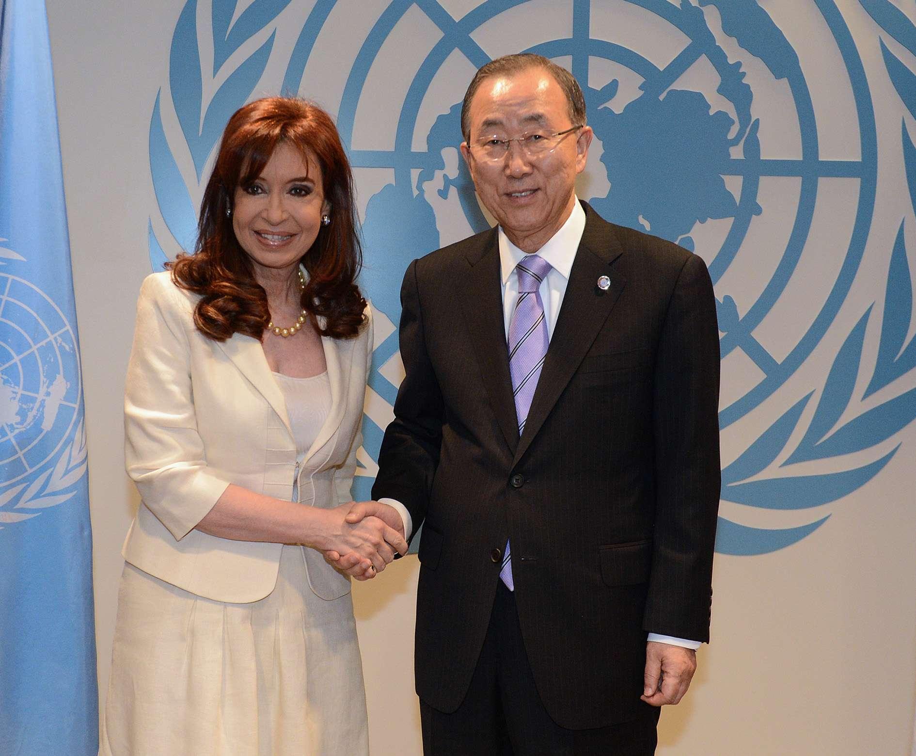 Cristina Kirchner se reunió este lunes en Nueva York con el secretario general de la ONU, Ban Ki-moon Foto: AFP
