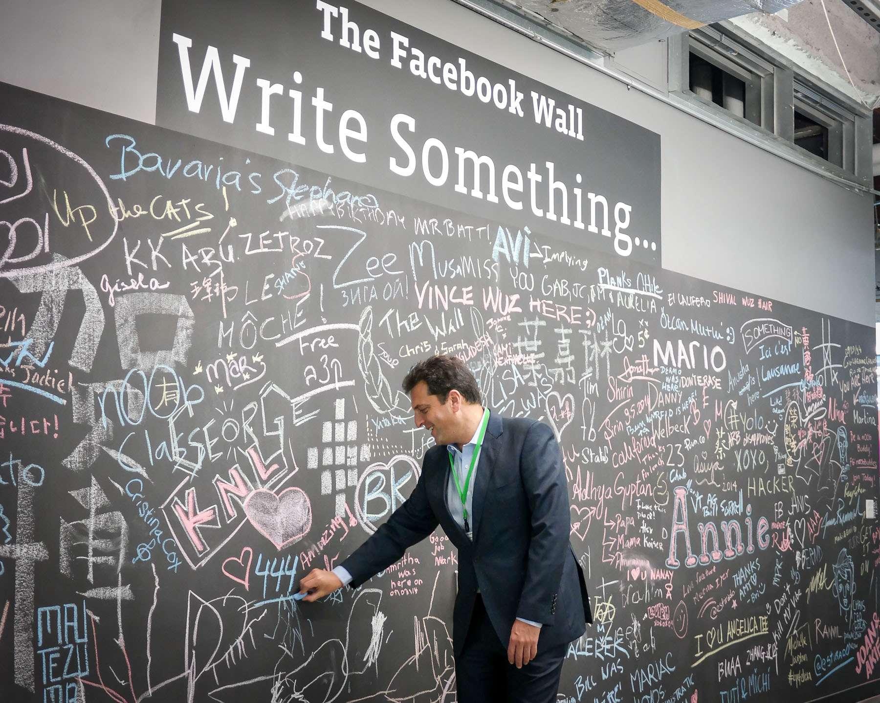 Sergio Massa recorrió este lunes las oficinas de la red social Facebook en California Foto: NA