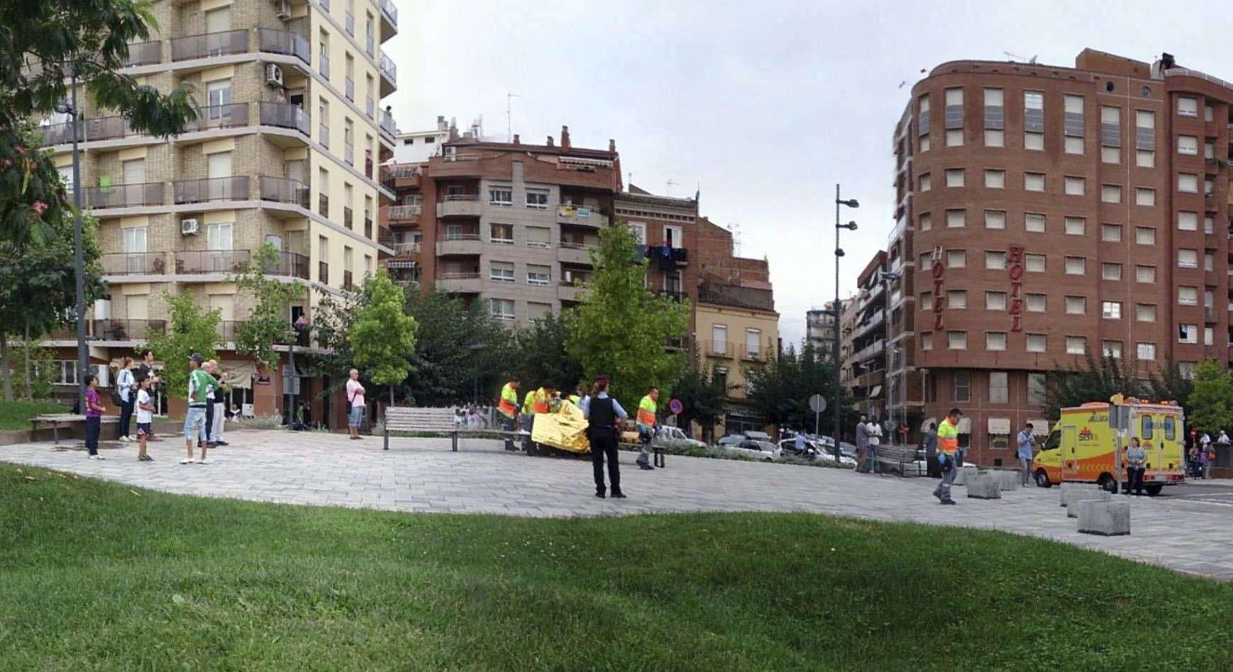 Imagen facilitada por La Veu de Lleida de una de las zonas del barrio de Pardinyes de la ciudad catalana donde un hombre, de unos 35 años y de origen extranjero, agredió con un arma blanca a cinco personas en plena calle. Foto: EFE en español