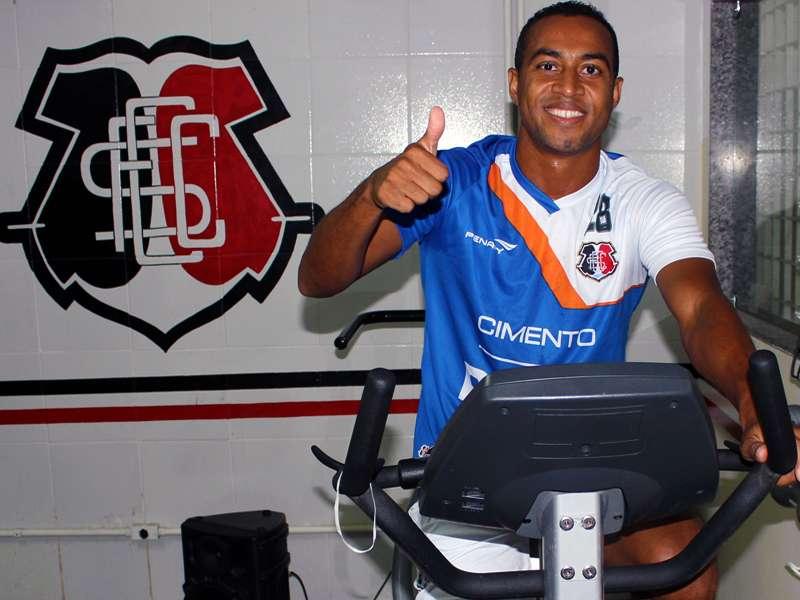 Aílton já começou a treinar no Arruda nesta terça-feira Foto: Jamil Gomes/Divulgação