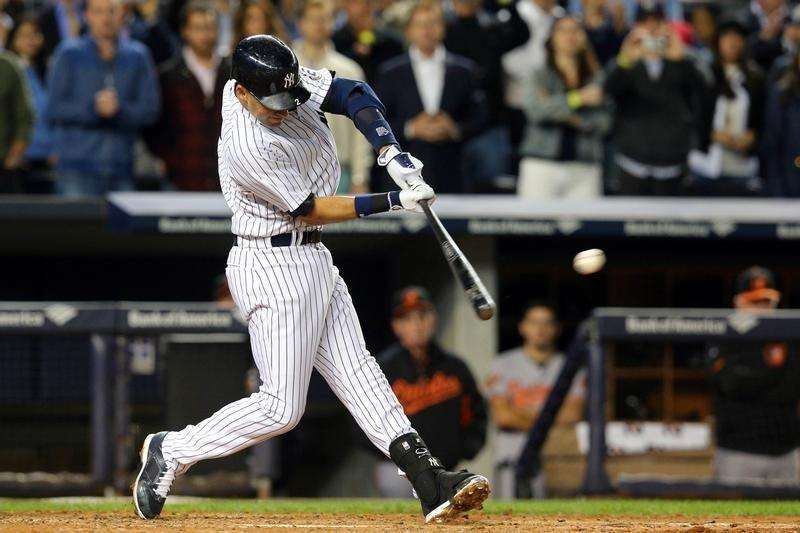 Sep 22, 2014; Bronx, NY, USA; New York Yankees shortstop Derek Jeter (2) hits a two-run double against the Baltimore Orioles during the fifth inning at Yankee Stadium. Mandatory Credit: Brad Penner-USA TODAY Sports. Foto: Reuters