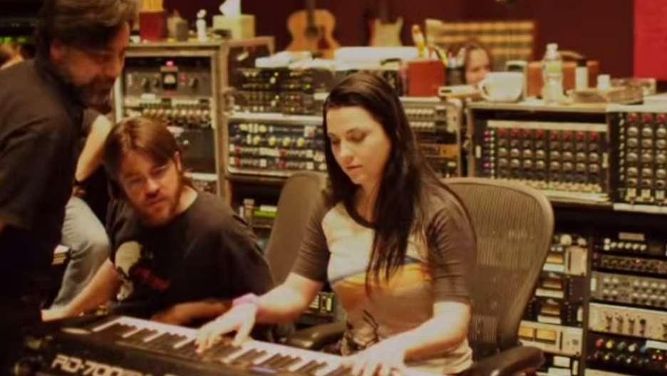 Depois da experiência de trabalhar em sua primeira trilha sonora, para o filme História de Guerra (War Story), Amy Lee contou à Billboard sobre seus últimos trabalhos e revelou que não há grandes novidades com relação ao Evanescence, que lançou seu último álbum em 2011. Foto: Reprodução