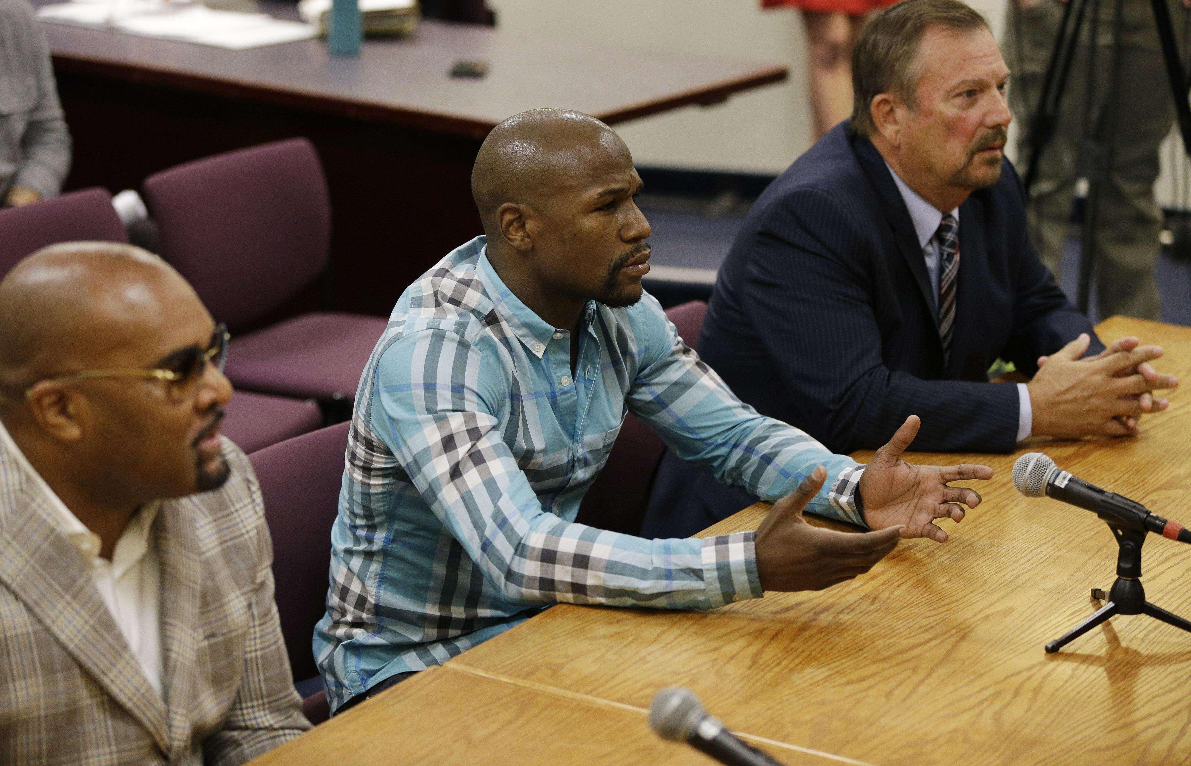 """Mayweather fue convocado por el presidente de la Comisión Atlética del estado de Nevada para que explicara escenas del programa """"All Access"""". Foto: AP"""