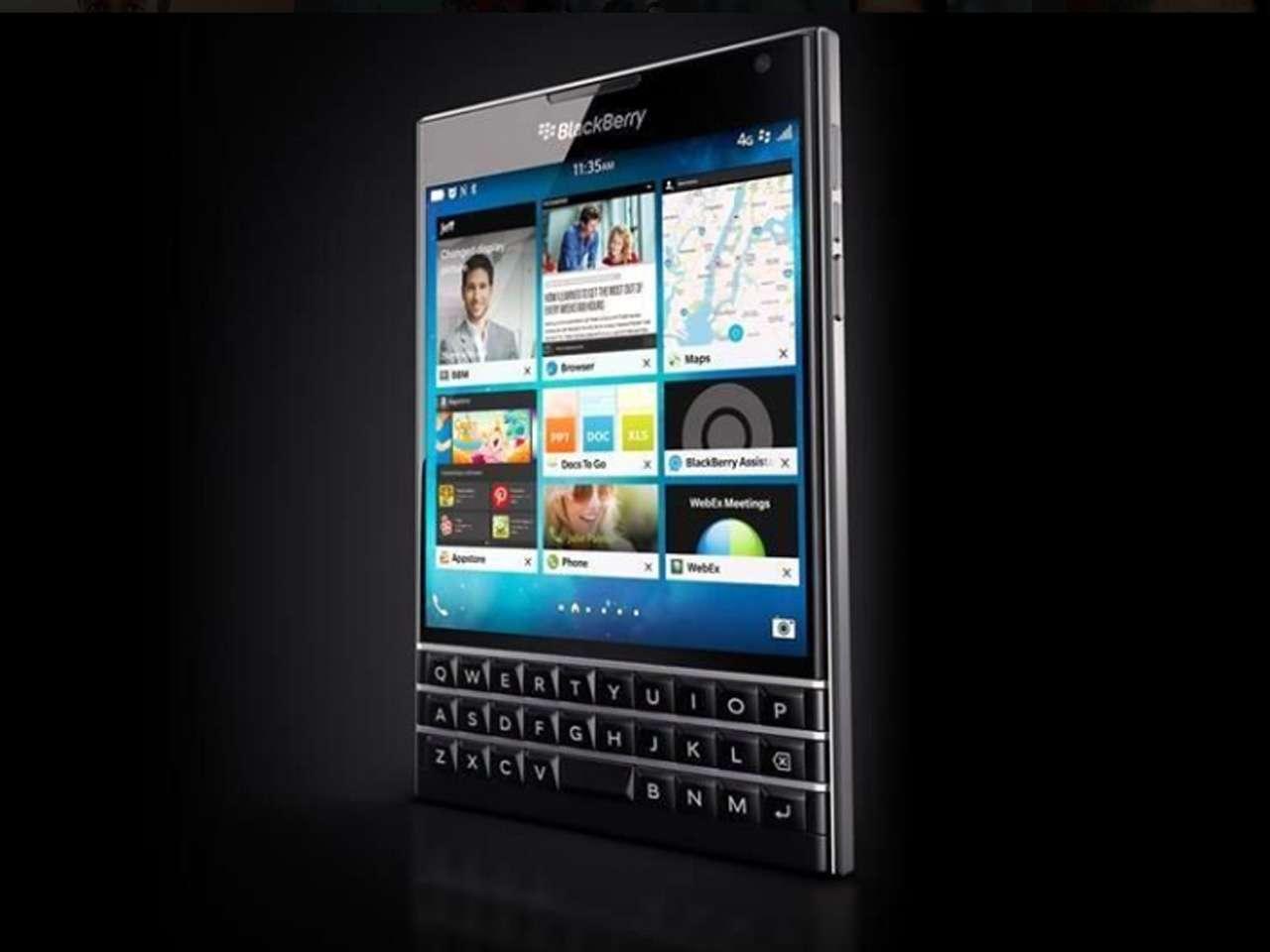 El smartphone BlackBerry Passport tiene una pantalla cuadrada de 4.5 pulgadas diametrales con 1440 x 1440 pixeles de resolución, y además integra un teclado físico en la parte inferior. Foto: BlackBerry