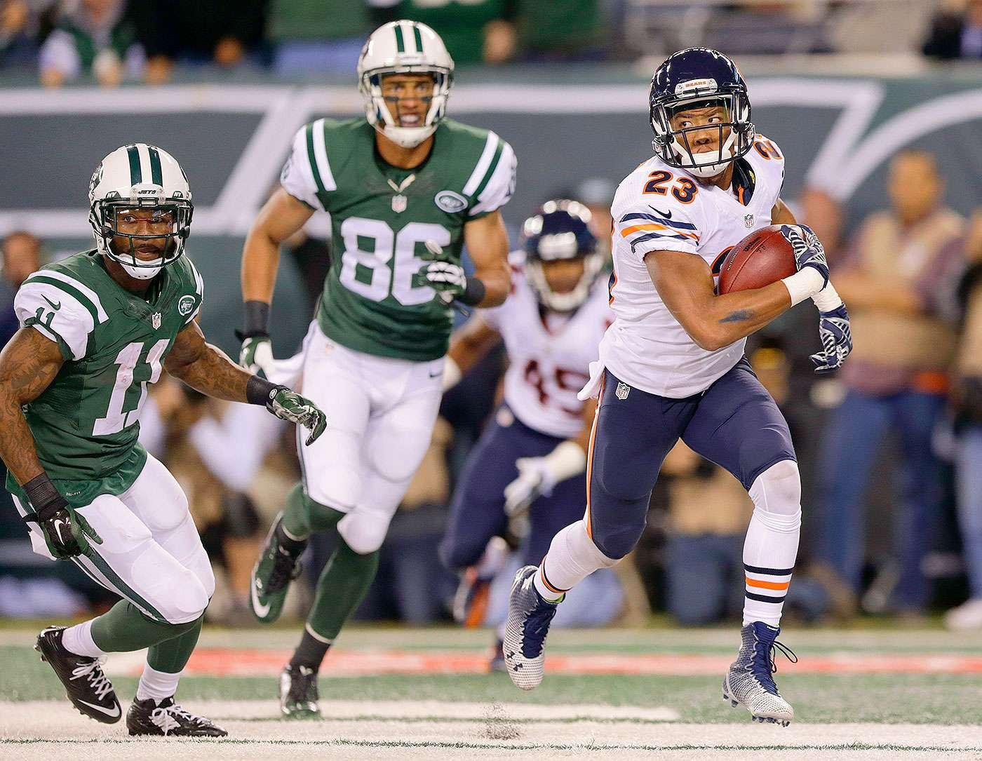 El esquinero Ryan Mundy abrió el camino con un regreso de intercepción a la zona de anotación de 45 yardas y Jay Cutler lanzó dos pases para touchdown a Martellus Bennett, y los Chicago Bears (2-1) vencieron 27-19 a los New York Jets (1-2) en el cierre de la semana 3 de la NFL. Foto: AP