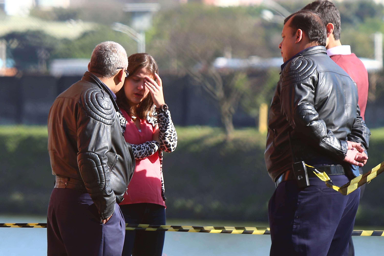 Familiares reconheceram o corpo do jovem na manhã desta terça-feira na USP Foto: Marcos Bezerra/Futura Press