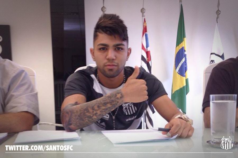 Gabriel assina renovação com o Santos Foto: Twitter/Reprodução