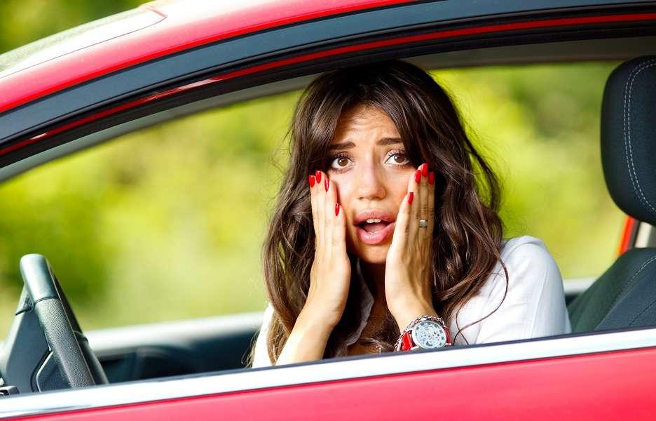 Não é raro que as pessoas tirem a carteira de habilitação e, depois disso, sentem no carro na ausência do seu instrutor e tenham medo de assumir o controle. Foto: Shutterstock