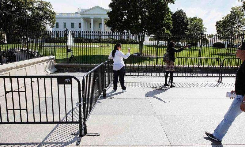 Casa Branca instala nova barreira para proteção. Foto: Larry Downing/Reuters