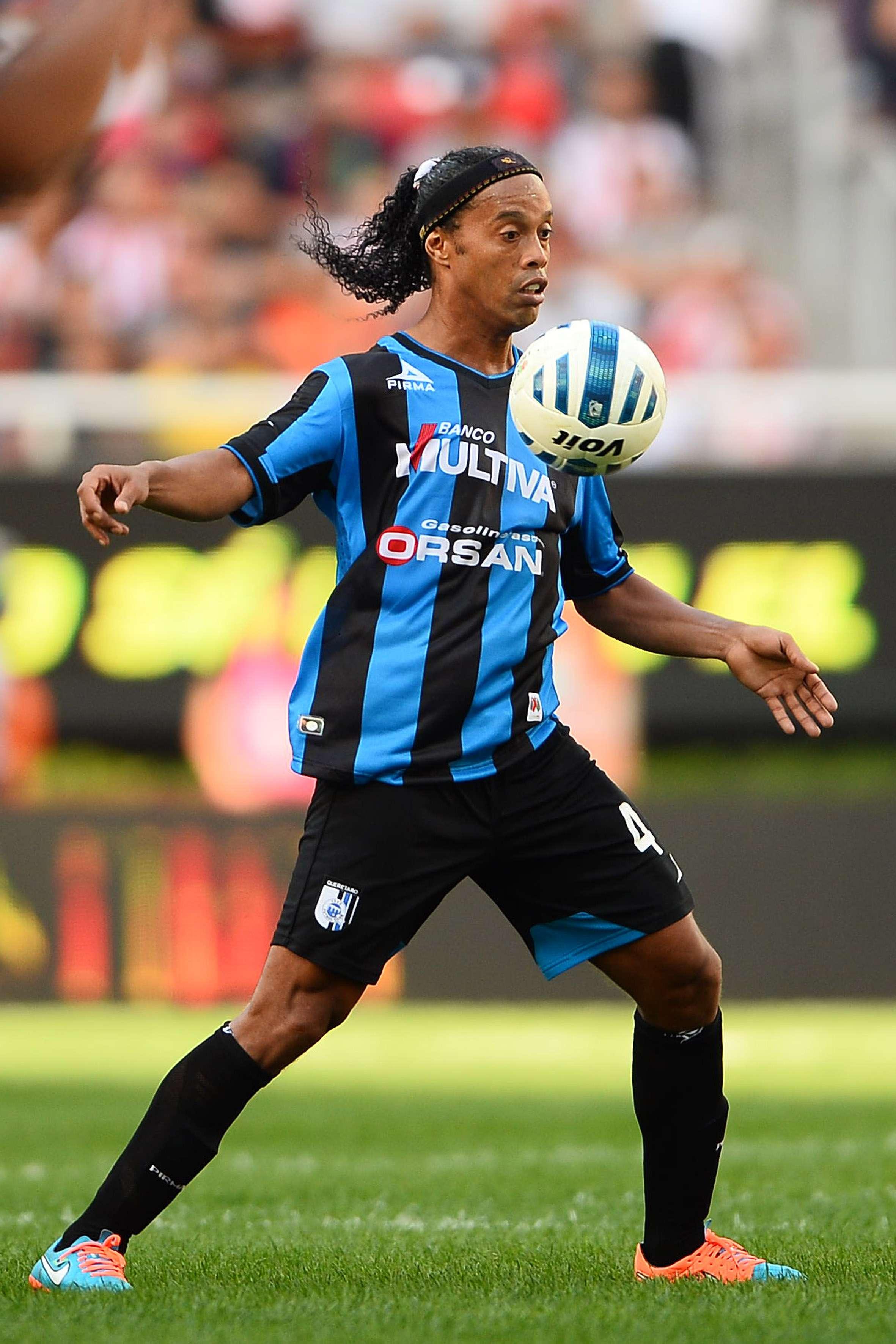 Ronaldinho ya anotó su primer gol en México y lo hizo en la Liga MX ante Chivas. Foto: Mexsport